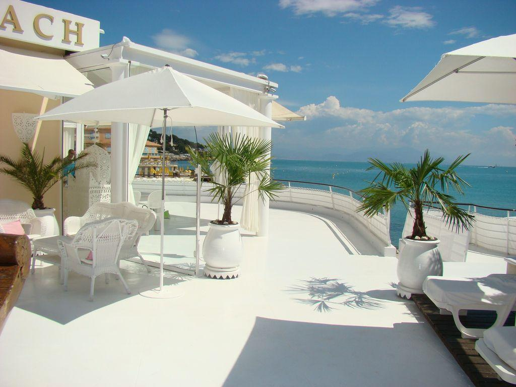 Stunning beachfront villa with direct access to the beach, large terrace and private pool, 4 bedrooms, sleeps 8. (ANT119)