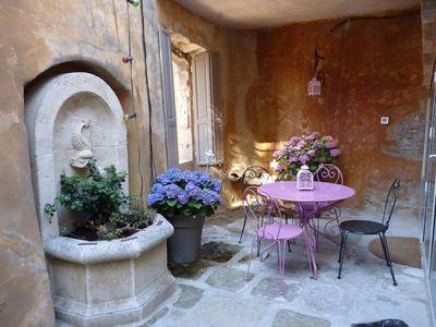 Quirky, Individualistic and Interesting House in Bonnieux. Spa and Views. 3 bedrooms, sleeps up to 11. (BONN103)