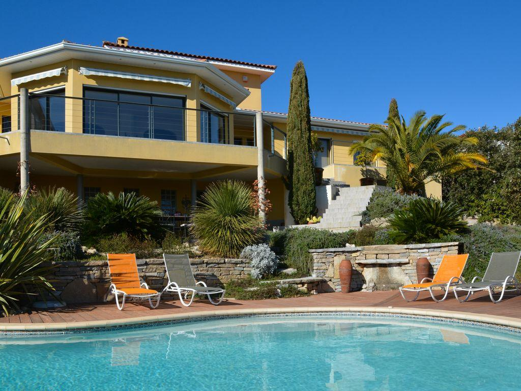 Amazing Modern Villa With Great Views And Pool Near Montpellier. 4 Bedrooms, Sleeps  8 (
