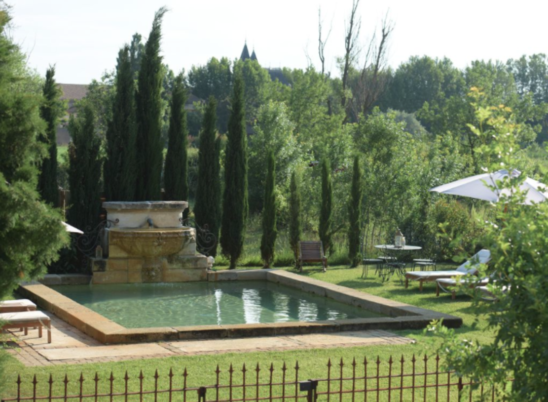 Luxury 4 bedroom property on a peaceful private Domaine just outside of Narbonne, with private pool and large shared grounds. Sleeps 10.  (NARB116)