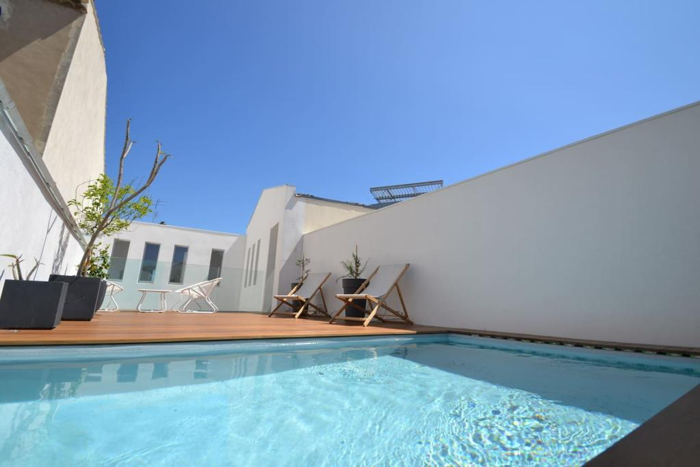 Stunning Townhouse in centre of Nimes with Private Rooftop Pool. 4 bedrooms, sleeps 8 (NIM106GN)
