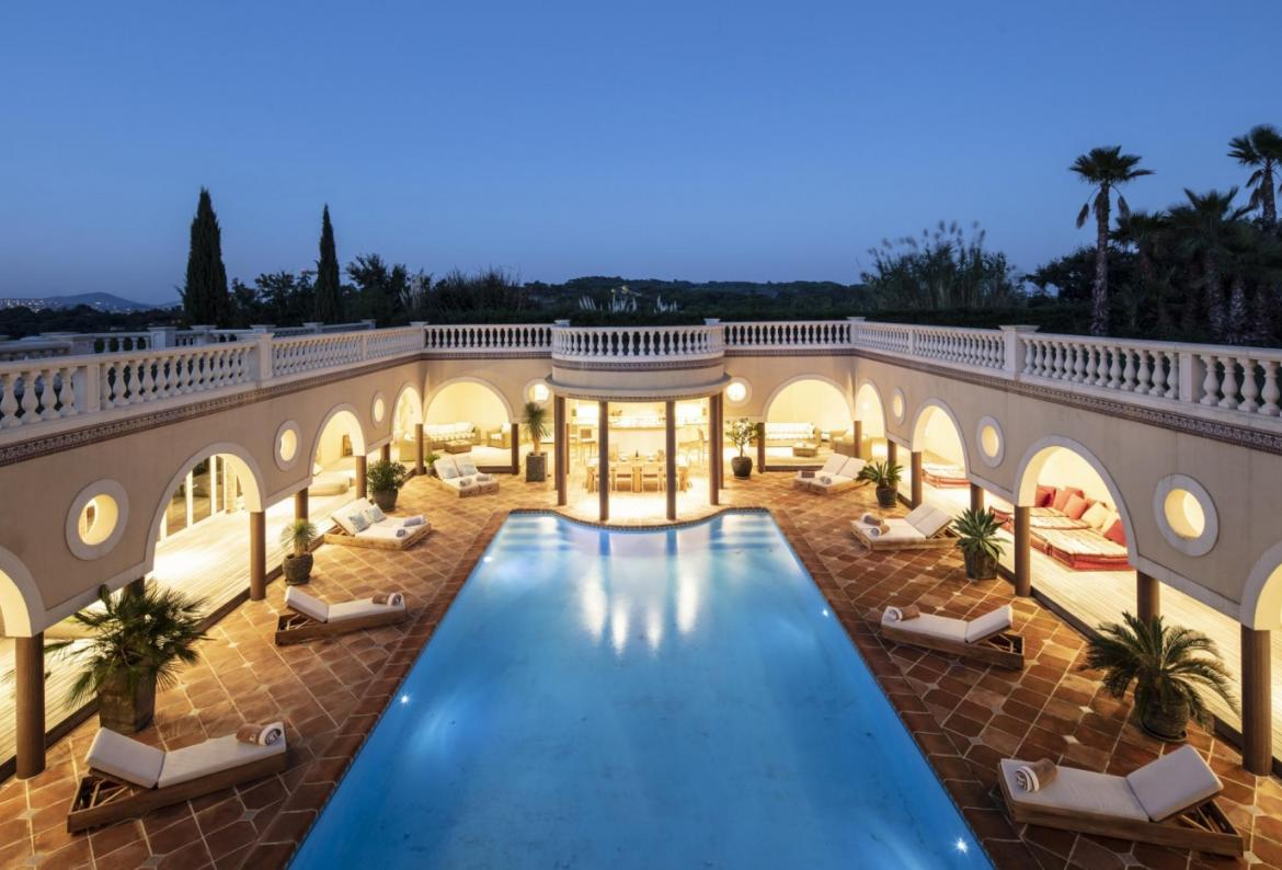 Stunning villa, 9 bedrooms, a private 17 x 8 swimming pool, sleeps 18 (RAM128HR)