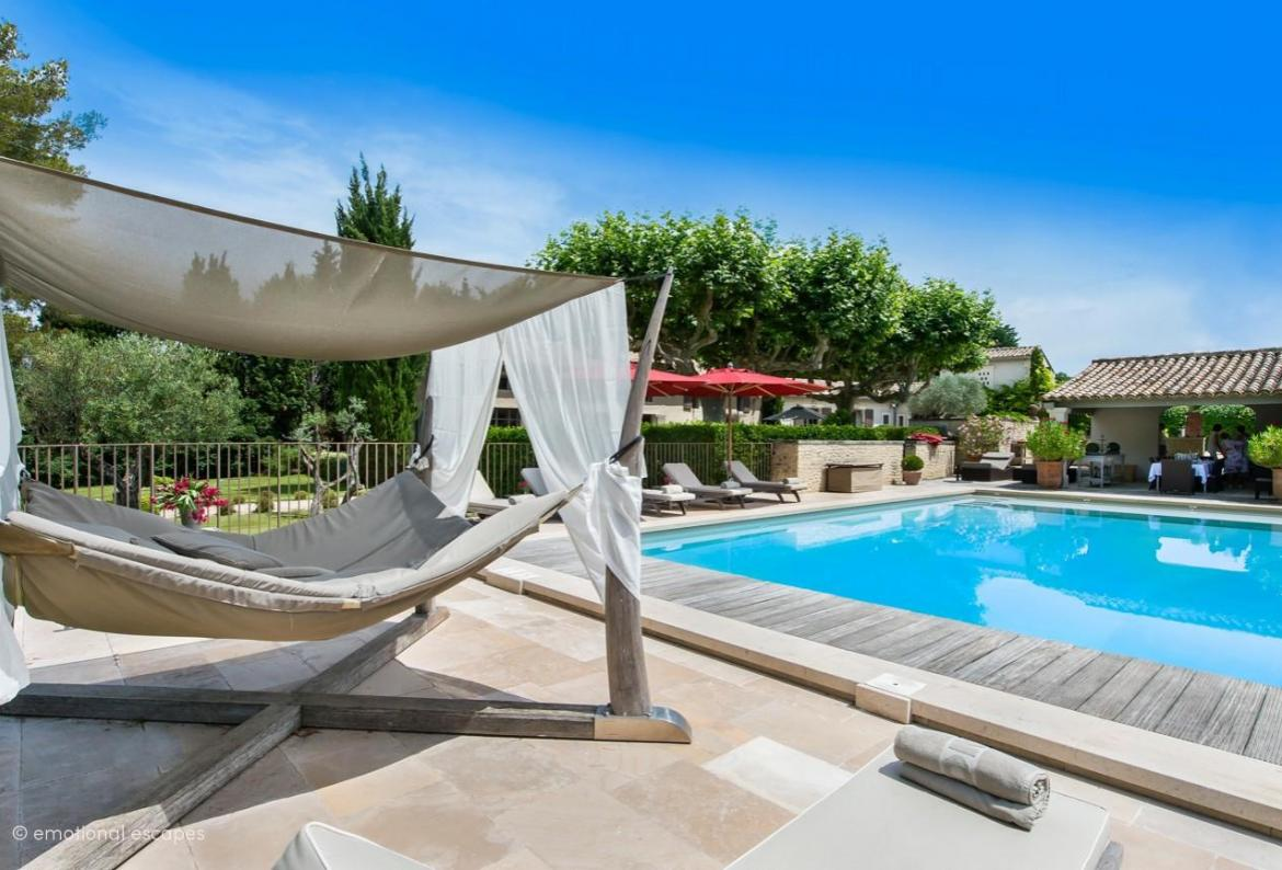 Luxury Provencal Villa near St-Rémy-de-Provence. Sleeps 14 in 9 bedrooms (SRDP117EE)