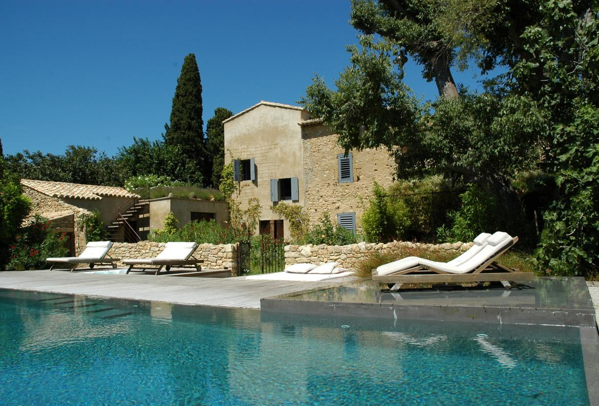 UZES110Q   Absolutely Stunning 7 Bedroom Villa With Private Swimming Pool  And Gym. Located In