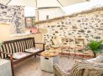 Luxurious and Stylish Winemaker House with Plunge Pool. Sleeps up to 8 (CAUX107)