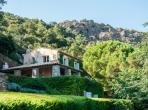 Luxury hilltop villa overlooking Gulf of St. Tropez with marvellous private pool, sleeps between 5 and 10. (STPZ145)