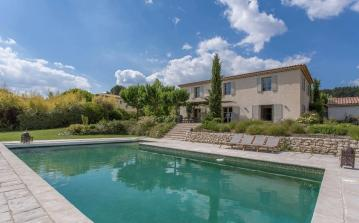 Comfortable Provençal farmhouse located in the Aix countryside, with a private swimming pool and 5 bedrooms. Sleeps 10. (AIX109SB)