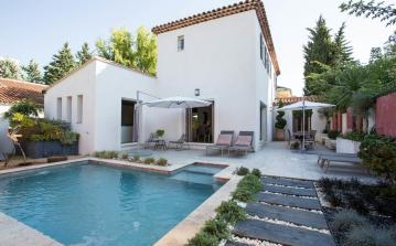 Contemporary villa located in the centre of Aix en Provence, designed as an oasis within the city. With a private pool and 4 bedrooms. Sleeps 8. (AIX112SB)