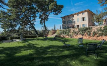 Full restored country house, located amidst a 6 hectare park in Aix en Provence, with private swimming pool, large garden and 7 bedrooms. Sleeps 12. (AIX114SB)