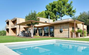 Architect designed minimalist luxury home with wooden build, located 5 minutes from Aix en Provence with private pool. 6 bedrooms, sleeps 10. (AIX119SB)