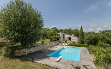 Modern countryside villa surrounded by mountains, only 10 minutes from Aix en Provence. Very child friendly, private pool, 6 bedrooms. Sleeps 11. (AIX121SB)