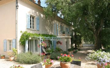 Tranquil, Beautifully Restored Domaine. Two Houses and Luxury Cabin. 7 bedrooms to sleep 14 (AND102Q)
