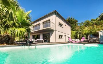 Luxury place near Avignon sleeps 7 (AVI103ol)
