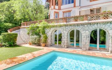 Beautiful 8 bedroom mansion with pool in Cannes, 2 mins from beaches (CANN120SB)