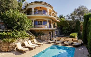 Characterful 6 bedroom Mediterranean holiday villa with private pool in Cannes (CANN122SB)