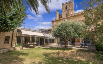 Extremely spacious luxury house with a beautiful private pool, located in Capestang. 6 bedrooms, to sleep 12. (CAP111)