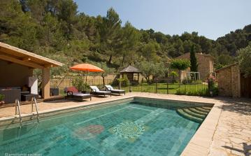 Beautiful countryside Provencal house near Le Barroux, with pool. 4 bedrooms to sleep 8   (CARO103EE)
