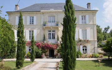 Small chateau in Charente-Maritime with pool. 8 bedrooms, sleeps 12-15 people. (CHAT120)
