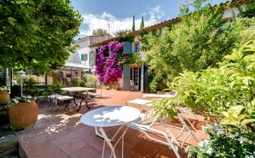5 bedroom Provencal Farmhouse with pool for family holidays near La Ciotat (CIOT102SB)