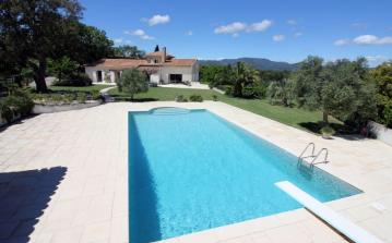 Beautifully Appointed Luxury Villa Overlooking Cogolin. Sleeps up to 10, 5 bedrooms. (COG113D)