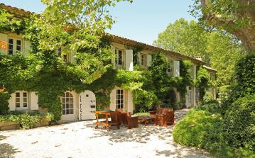 Luxury Country House near Eygalières. Sleeps 18, 9 bedrooms (EYGA109EE)