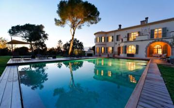 FRE102OL - Luxurious Provencal chateau in the Esterel mountains, 5 mins from beach. Sleeps 34, 15 bedrooms