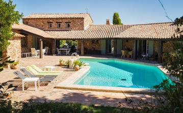 Authentic Provençal villa located in Fréjus surrounded by nature. Stunning interior, private swimming pool and beautiful views. 4 bedrooms. Sleeps 8. (FRE105SB)