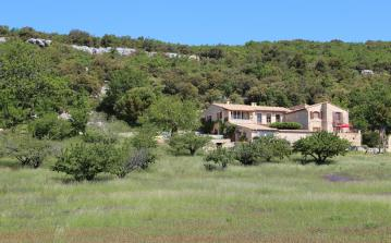 Luxury Mas in the Luberon. Tennis and Pool. Sleeps 10, 5 bedrooms (GORD104EE)