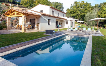 GRAS122 - Stunning Provencal-style villa, complete with a private salt-water swimming pool and air-conditioning. Sleeps 8 in 4 bedrooms.