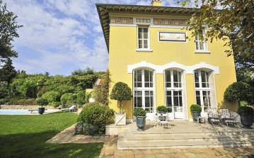 Charming Turn-of-the-Century Villa. 4 bedrooms, sleeps 8. (LCV105Q)