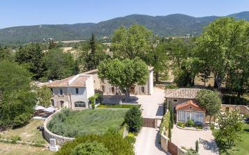 Luxury Estate near Lourmarin. Two Pools, Spa and Tennis Court. 14 bedrooms, sleeps 27 (LOUR103EE)