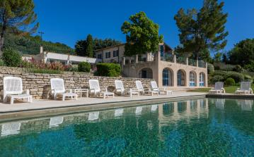 Luxury Villa in the heart of Provence to sleep up to 16 in 7 bedrooms. (LUB105)