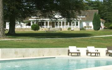 Fabulous House with Pool, Tennis Court and Huge Grounds. 5 bedrooms, to sleep 11 (MAZA101)