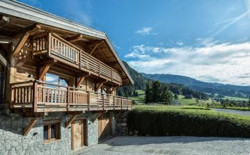 Luxury Fully Catered Ski Chalet. Heated Plunge Pool. 5 bedrooms, to sleep 10 (MEG101HR)