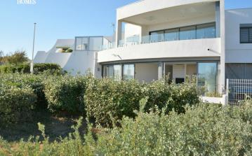 Apartment with Garden and Direct Access to Beach. Sleeps 6, 2 bedrooms (MONT111GN)