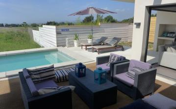 Lovely modern villa with pool near the sea. 3 bedrooms, sleeps 7 (MONT124GN)