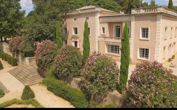 Outstanding Mansion with 18th Century Gardens. Sleeps 15, 8 bedrooms (MONT127GN)