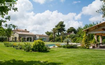 Stunning refurbished 19th century farmhouse in Montpellier with all amenities, private pool, large garden and terraces. 5 bedrooms sleeping 10 people. (MONT133GN)