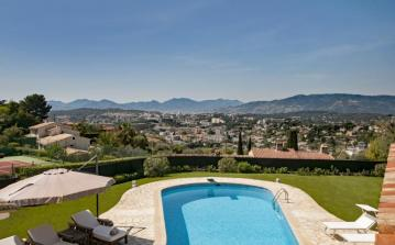 Luxury hilltop villa with pool and tennis court near Cannes Mougins -Sleeps 14 (MOUG111Q)