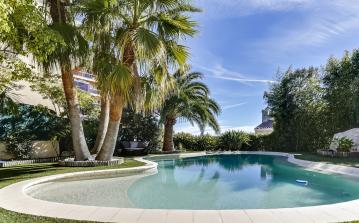 Beautiful holiday villa in quiet area of Nice with pool and stunning sea views (NICE121SB)