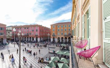 Luxury apartment located on prestigious town square in Nice with top-class amenities. 3 double bedrooms, sleeps 6. (NICE122SB)
