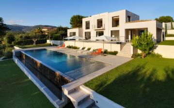 Contemporary Villa with Large Heated Saltwater Pool. 5 bedrooms, sleeps 10 (SPDV108Q)