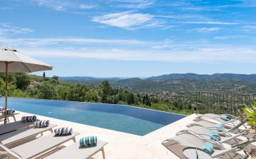 Stunning luxury villa with large heated infinity pool and jacuzzi with breathtaking views. Sleeps up to 14, 6 bedrooms.  (SPE103)