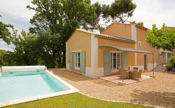 Contemporary holiday villa, in gated development near Saint Remy. 3 bedrooms, sleeps 6 (SRDP124EE)