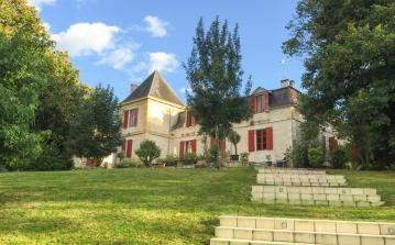Stunning Chateau in the Dordogne, private pool, large grounds, 11 bedrooms, 10 bathrooms, sleeps 29. (STFLG101OL)