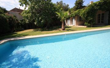 STPZ131D - Modern 6 bedroom luxury villa with large private pool in the center of St. Tropez, sleeps up to 14 people