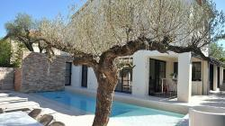 Modern luxury villa with private pool in St. Tropez. Sleeps 10. (STPZ132D)
