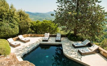 Luxury hilltop villa overlooking Gulf of St. Tropez with marvellous private pool, sleeps between 5 and 10  (STPZ146)