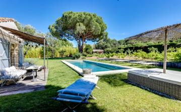 Quirky 6 bedroom holiday villa with pool in a residential area of Saint Tropez (STPZ147SB)