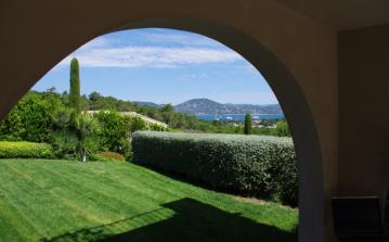 Stunning Villa with Heated Pool, St Tropez. Five bedrooms, sleeps 10 (STPZ149STT)